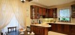 Оформление кухни в кремовых и бежевых тонах